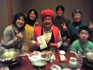 """私事ですが、1月31日満60歳を迎え家族から還暦祝いをしてもらいました。久々のかに道楽でのかに三昧。さすが商売人だと思ったのは、""""還暦パック""""というセットが用意されていた事。赤いちゃんちゃんこと赤い帽子を着せられ、ほろ酔い気分でご満悦の私は、終始喜びで一杯でした。遠く神奈川で働いている次男も加わっての記念品が何と液晶テレビでした。 いささか古くなっていた私専用のTVに気が付いていてくれていたのかと、又々うれしくて・・・。これからも身体に気を付けて楽しい人生を送りたいと改めて感じた一日でした。  P.Sボーリングにも久し振り挑戦して、ストライク・スペアーをマークしたものの、後日身体中が痛くて痛くて・・・やはり歳ですかね?"""